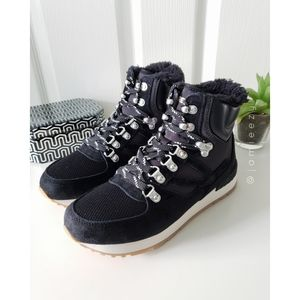 """Tretorn 